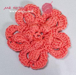פרח סרוג על בסיס פופקורן